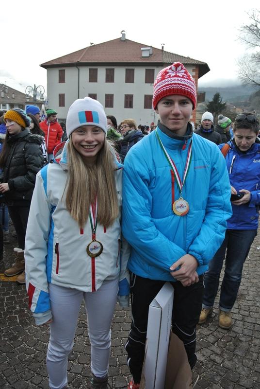 Anja in Vili, dijaka 1.š,  na zmagovalnem odru