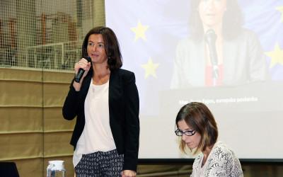 Evropska poslanka Tanja Fajon na Gimnaziji Jesenice